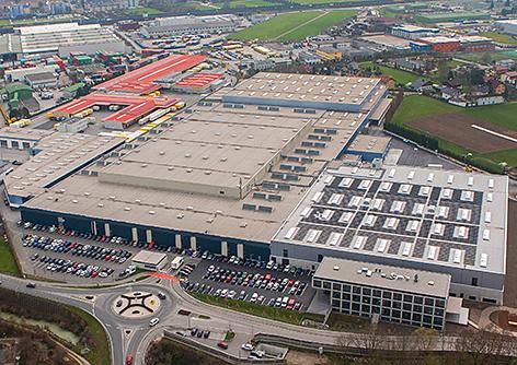 Neues Verteilzentrum der Porsche Holding in Wals Ersatzteile Ersatzteillager