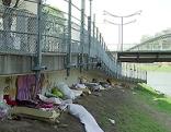 Bettlerlager unter der Karolinenbrücke