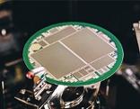 Siliziumscheibe mit Detektoren für Elementarteilchen