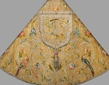 Paperl-Ornat: Pluviale, Widmung Elisabeth Christines (1691–1750), der Gemahlin Kaiser Karls VI. Herstellung: Wien, um 1712/40 H. 157 cm, B. 304 cm
