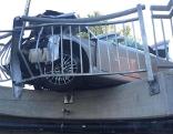Auto beinahe von Brücke gestürzt