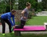 Michael Mayrhofer und Doresia Krings beim Kräftigen der OS-Rückseite
