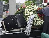 Sarg bei Begräbnis des Mordopfers vom Brunnenmarkt
