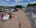 Flüchtlinge warten an der Grenze bei Roszke auf die Einreise nach Ungarn