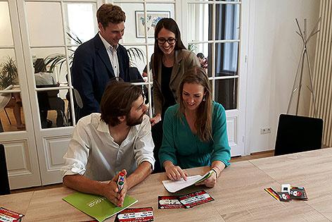 Michael Englberger, Kathrin Kreiner, Lena Otter (Schülerin) und Trainer Michael Wiktora