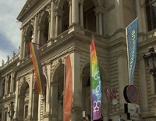 Uni Wien mit Regenbogenfahne