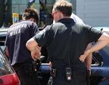 Feuerwehr befreit Kind aus geparktem Auto