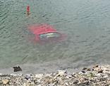 Auto in Stausee gerollt