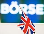 """Britische Flagge vor Schriftzug """"Börse"""""""