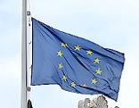 EU-Fahne auf Halbmast
