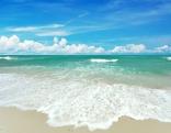 Strand und Meer und Himmel