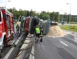 40-Tonner kippte auf Autobahnauffahrt um