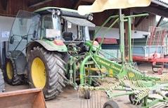 Traktor Fachschule Streich beschädigt