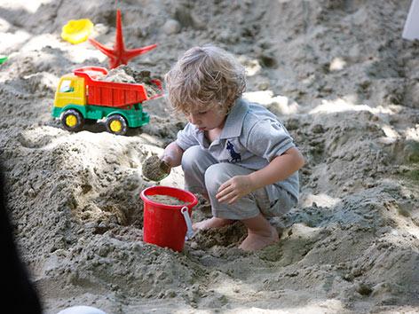 Sandkiste Kind