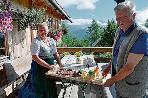 """Die Altbauersleute auf der """"Liasalm"""" in Zederhaus"""