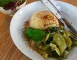Suti kocht Grünes Gemüse an Mandelmilch