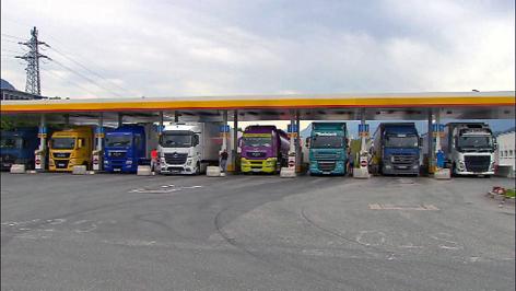 LKW beim Tanken