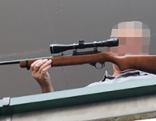Rabiater bedroht Lokalgäste mit Waffen