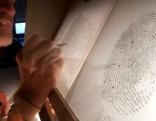 Polizei Ermittlungsarbeit Zeichner Fingerabdruck