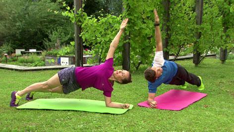 Doresia Krings und Michael Mayrhofer planken im Fernsehgarten