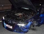 Autos schwer beschädigt Reifen
