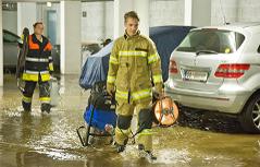 Keller Tiefgaragen überflutet Regen Starkregen Feuerwehreinsatz
