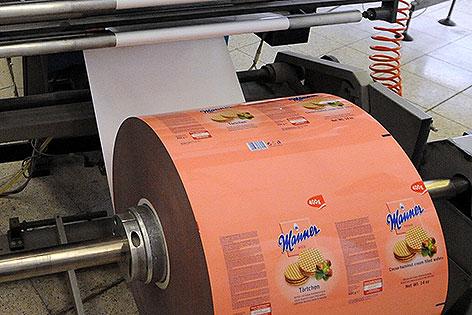 Eine Rolle Verpackungsmaterial der Mannerschnitten