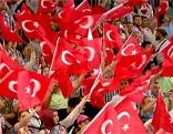 Wehende Türkeifahnen