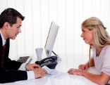 Mitarbeitergespäch fördert Kommunikation zwischen Chef und Mitarbeiter