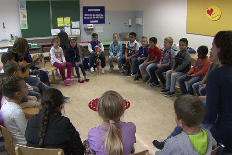 Migrantenkinder in Schulklasse