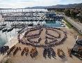 """Friedensflotte """"´mirno more"""" 2013 - Luftaufnahme des von allen Flottenteilnehmern nachgestellten Logos"""