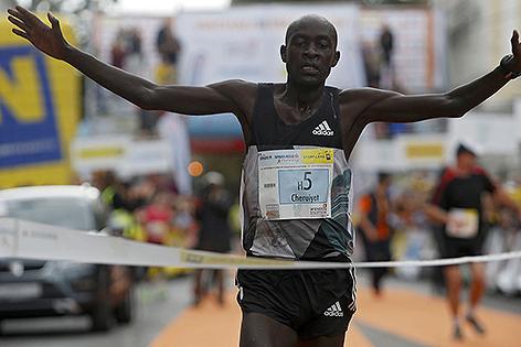 Peter Kirui Gewinner Halbmarathon Wachau 2016