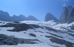 Sicht von der Ademekhütte Richtung Westgrat-Klettersteig, über Gosauer Gletscher