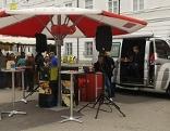 ORF Salzburg Stand mit Radio Salzburg Übertragungswagen auf dem Mozartplatz