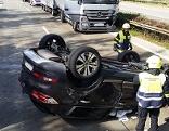 Unfall Südautobahn Auto landet am Dach