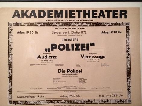 Ausstellung Theatermuseum - Plakat des Akademietheaters, Premiere von Václav Havel 1976