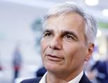 Ex-Bundeskanzler Werner Faymann am Freitag, 30. September 2016, im Rahmen einer Feier anl. 6 Jahre Riverside Shopping Center in Wien-Liesing