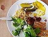 Veganes vegetarisches Essen auf einem Teller
