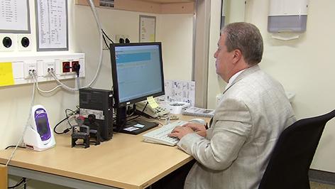 Arzt in Akutordination im Krankenhaus Oberwart