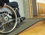 Landesgericht barrierefrei Barrierefreiheit Rollstuhl Rampe Gericht