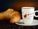 Kipferl mit Espresso