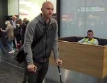 Robert Almer am Flughafen Wien-Schwechat