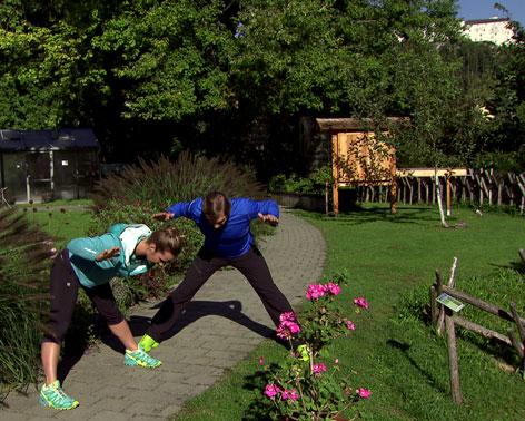 Doresia Krings und Michael Mayrhofer bei der Ausgleichsübung im Ferrnsehgarten
