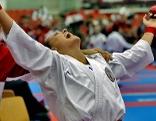 Alisa Buchinger jubelt nach Karate Wettkampf