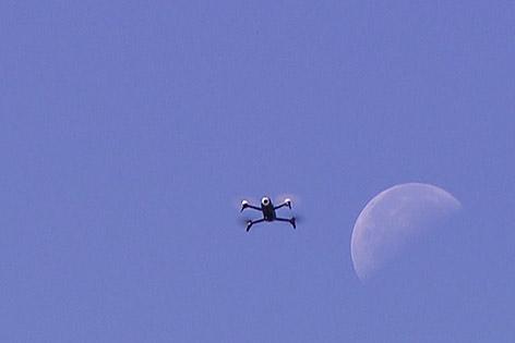 Mars Drohne Helikopter Uni Lakesidepark Weiss