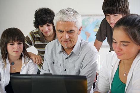 Mentor mit Schülern
