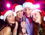 Karaoke mit Kollegen bei der Weihnachtsfeier