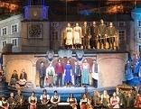 Mitwirkende des Salzburger Adventsingens 2016 auf der Bühne des Großen Festspielhauses