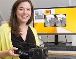 Annette Mossel mit der VR-Brille