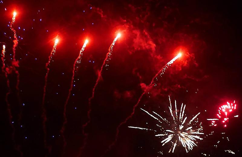 Feuerwerk Pyrotechnik Feuerwerksraketen Rakete Silvester Knaller